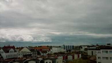Ein Ausschnitt der Stadt Norderney fotografiert von einer höheren Düne